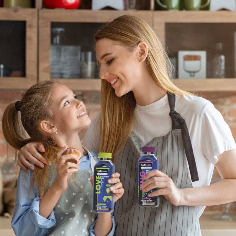 mom-and-daughter-drinking hellowater® Prebiotic